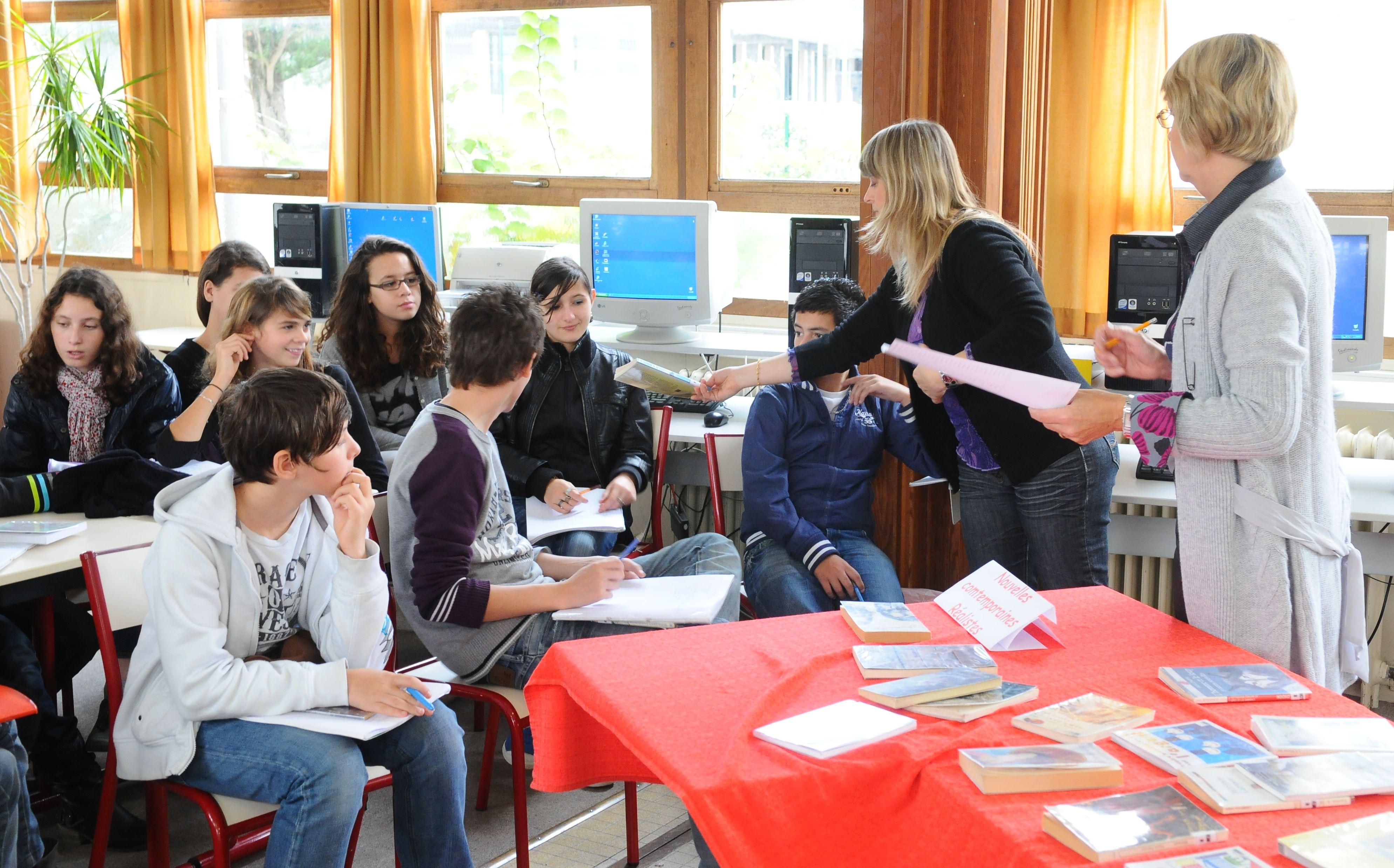 Des prix littéraires obligatoires de la 6ème à la 4ème et plusieurs clubs lecture pour les élèves volontaires.