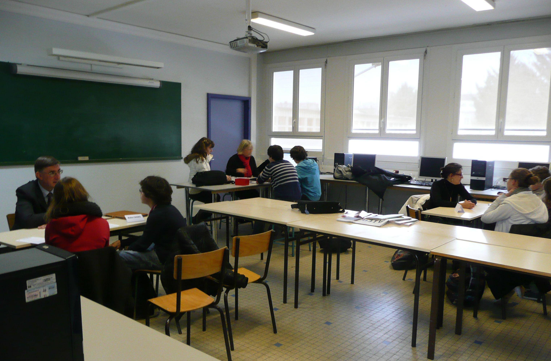 Un Forum des Métiers et des temps en lycée sont organisés pour aider les élèves à affiner leurs choix.
